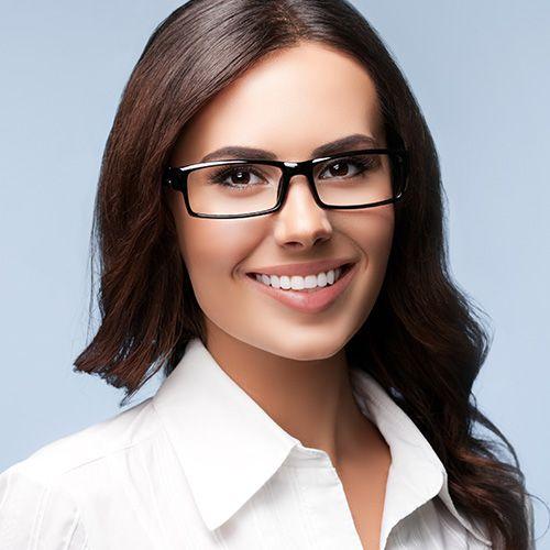 Chica sonriente comparativa seguros de vida